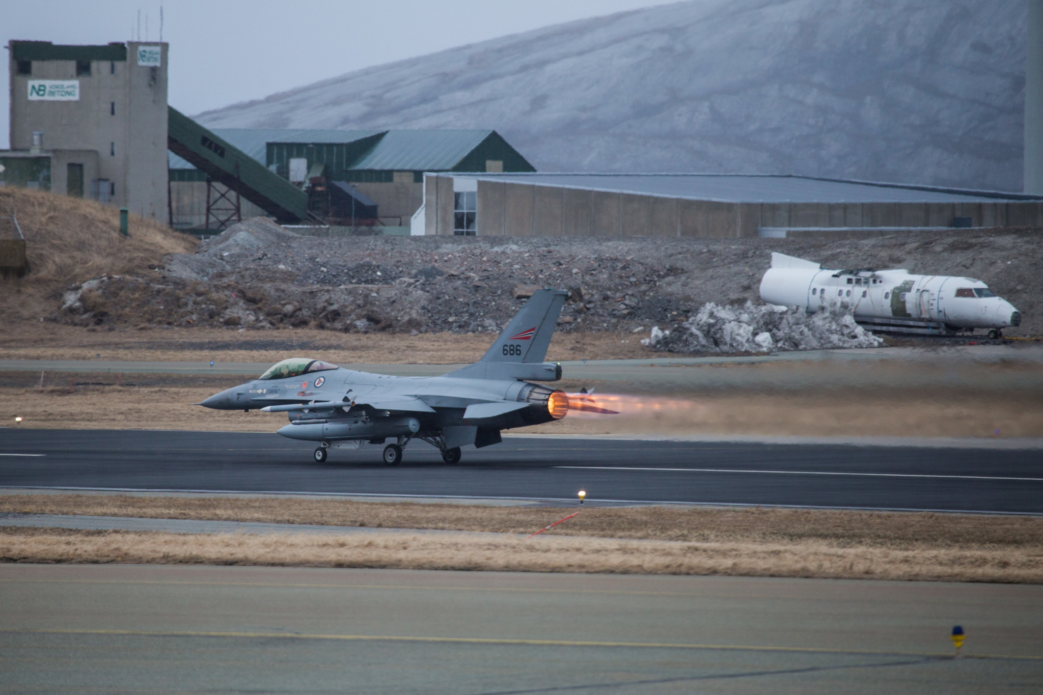 Norske F-16 ikke i lufta for å møte bombefly