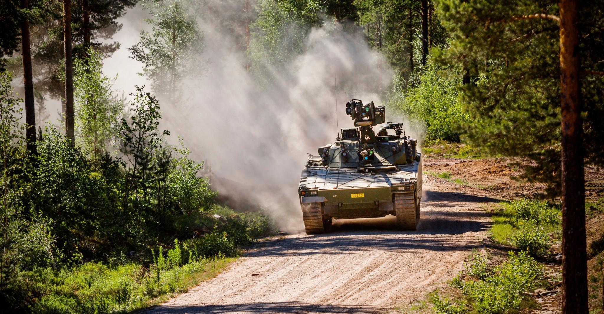 Gummibeltene på CV90 ryker hyppig