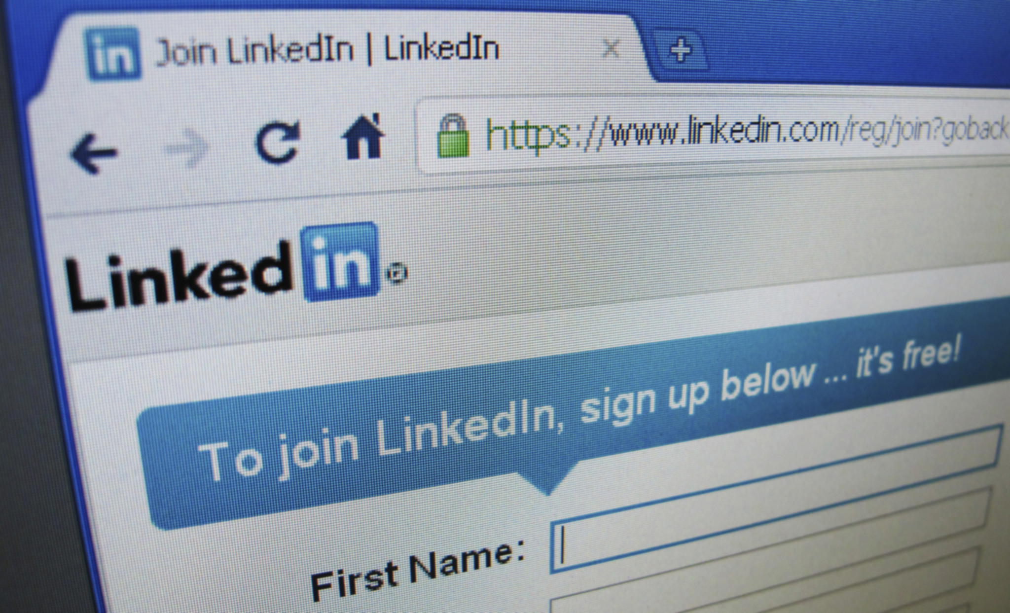 Advarer om hacking via LinkedIn og e-post